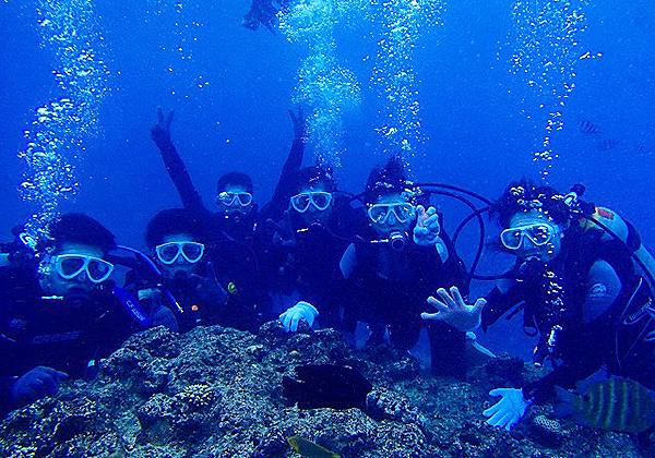 沖縄 恩納村青の洞窟・プライベートビーチ開催☆青の洞窟ダイビング&3種類のマリンスポーツセット☆