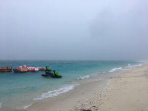 大時化の水納島